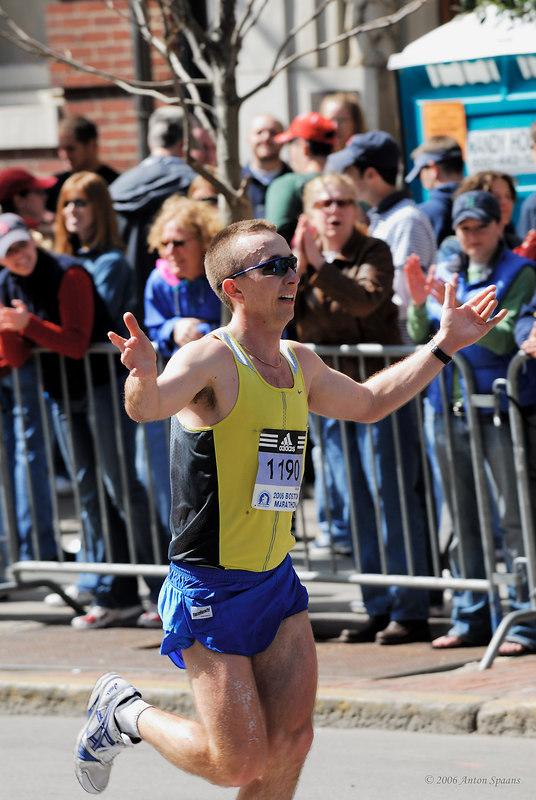 1190: Christopher Larson,  USA (MN) (2:41:35 142nd)