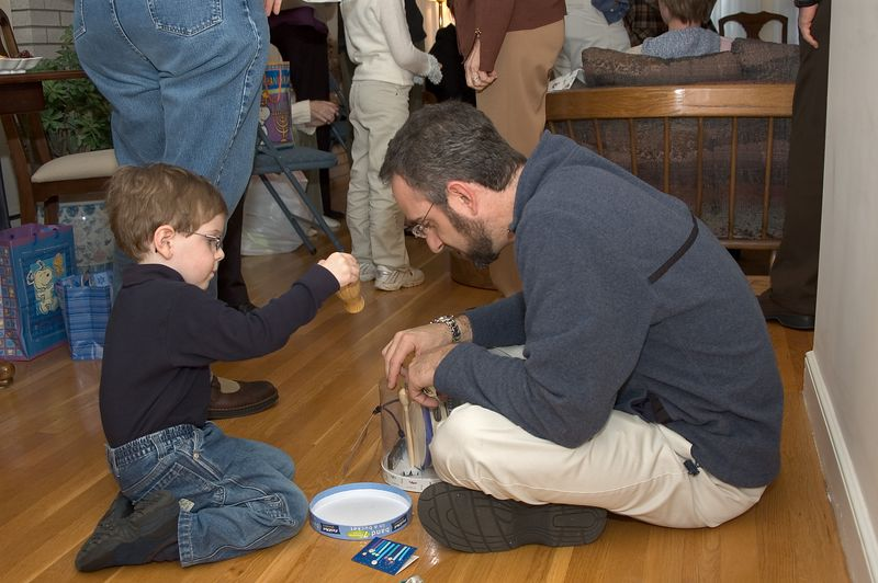 <b>Father and son play with their new toys</b>   (Nov 26, 2004, 03:13pm)