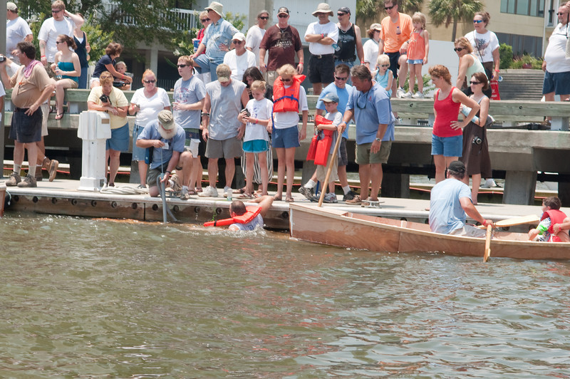 Wooden log canoe launch & float test - this one flunked!