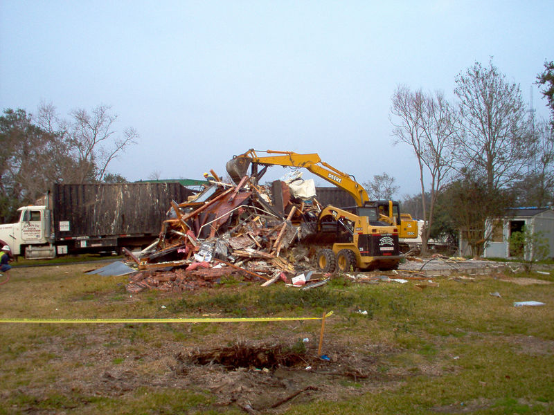 Starting to remove the pile.