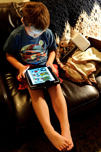 After spending the day with hundreds of thousands of 'floppy' comics, Ari settles down for some iPad comic reading.