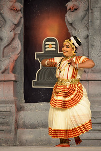 "Mohini Attam: Vichitra Dhinakaran & Students, Puducherry. Performance at Chidambaram Natyanjali Dance Festival 2015 held at Chidambaram in February 2015. The festival is known for its serenity and uniqueness of the devotion of the dancers dedicating their ""Natya"" (Dance) as ""Anjali"" (Offering) and worship to the Lord of Dance - Lord Nataraja (Shiva)."