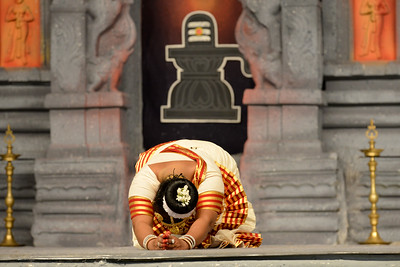 """Mohini Attam: Vichitra Dhinakaran & Students, Puducherry. Performance at Chidambaram Natyanjali Dance Festival 2015 held at Chidambaram in February 2015. The festival is known for its serenity and uniqueness of the devotion of the dancers dedicating their """"Natya"""" (Dance) as """"Anjali"""" (Offering) and worship to the Lord of Dance - Lord Nataraja (Shiva)."""