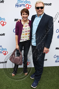 PACIFIC PALISADES, CA - APRIL 22:  Actors Patricia Heaton (L) and David Hunt (R) arrive at The Children Mending Hearts 4th annual spring benefit on April 22, 2012 in Pacific Palisades, California.  (Photo by Chelsea Lauren/Getty Images)