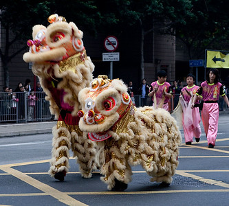 The wait was long, so the dancing lions kept us entertained