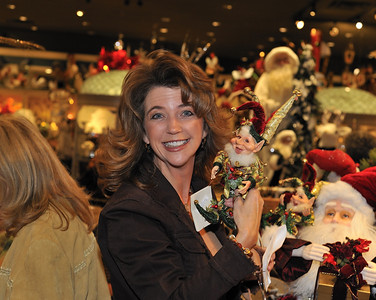 """Photos of the best Christmas gifts sold at """"LG Gallery"""" on 8975 W. Charleston Blvd., Suite #140, Las Vegas, NV 89117 (702) 258-1073."""