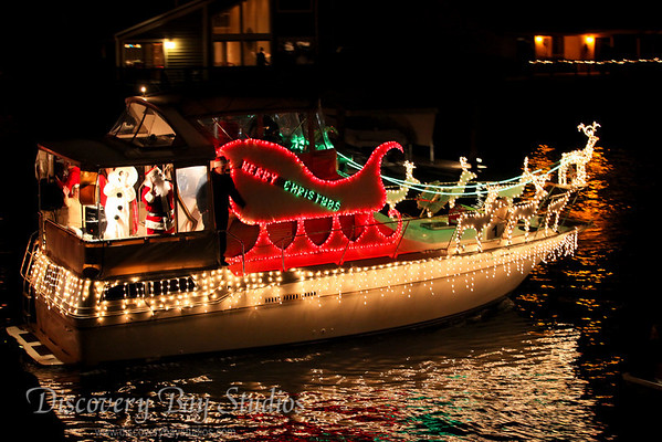 DiscoveryBayStudios Christmas Lighted Boat Parade 12112010 IMG 8306