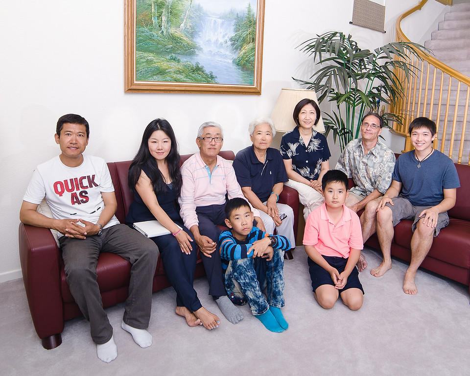 Eventually a good portion of the Chinese half of the family came to visit, and Eric got down to the group photo process again.
