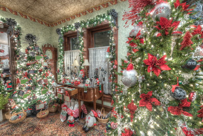 Caswell-Christmas-3986_7_8