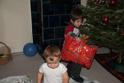 Lucas helps everyone to their presents