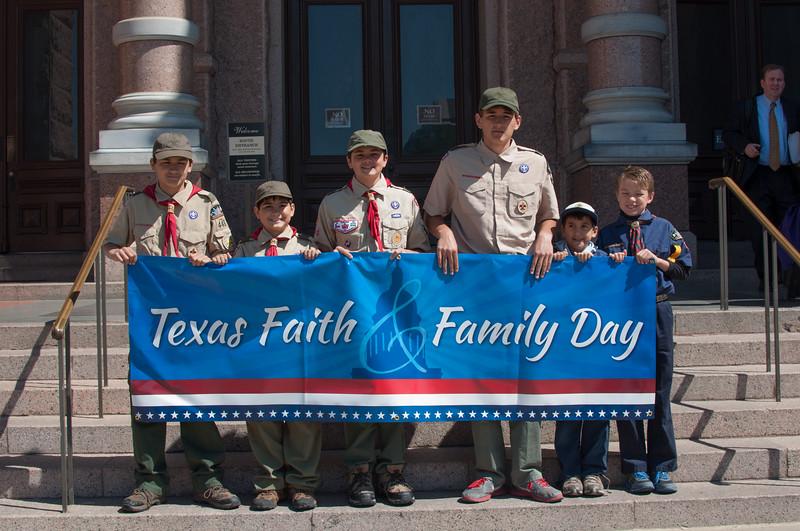 TXfaithfamilyrally2013-07.jpg