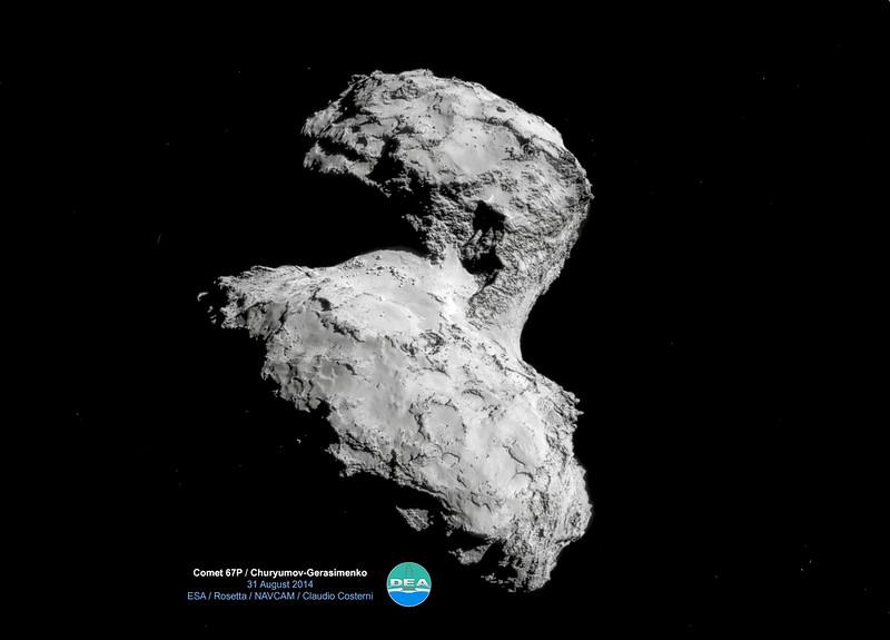 """ROS_CAM1_20140831A+B+C+D<br /> <br /> Qui ci sono i 4 scatti separati fatti dalla NAVCAM di Rosetta:<br /> <a href=""""http://www.alpinow.com/Comet-67P-CG/i-sGnLWQb"""">http://www.alpinow.com/Comet-67P-CG/i-sGnLWQb</a>"""