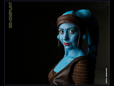 aayla looking forwards_border