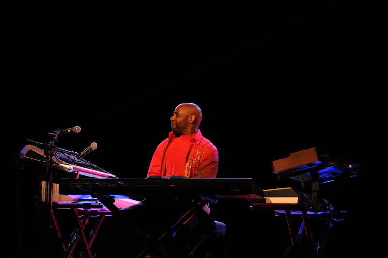 Myron McKinely was feelin' the vibe on the keyboards all night
