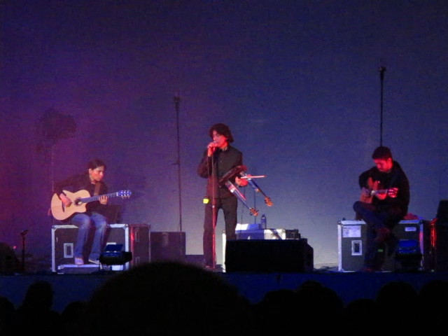 Ravi Shankar performs with RYG. I think this when they started having technical problems with their instruments. Although not in the video clip, Shankar's playing sounded muted.