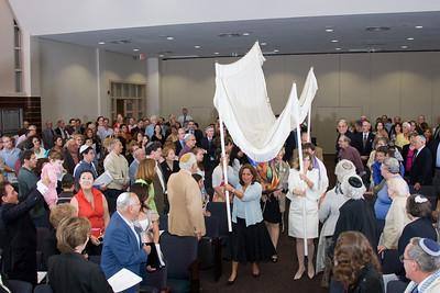 Phyllis Solomon carries the new Torah -- Siyum HaTorah -- Beth El's Project 613: Writing a Torah
