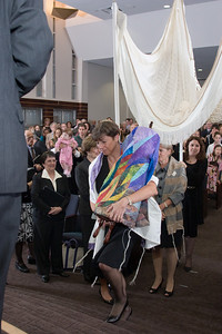 Leesa Fields carries the new Torah -- Siyum HaTorah -- Beth El's Project 613: Writing a Torah