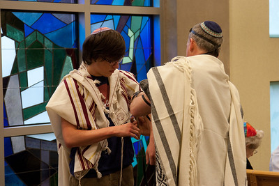 """The """"World Wide Wrap"""" at Beth El, a lesson in laying tefillin (Feb 2012)."""