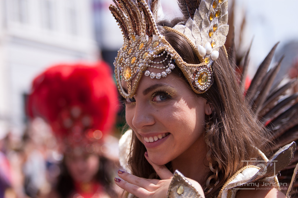 IMAGE: http://photos.klein-jensen.dk/Events/Copenhagen-Carnival/Copenhagen-Carnival-2012/i-RXqMvhP/0/X2/901X5958-X2.jpg