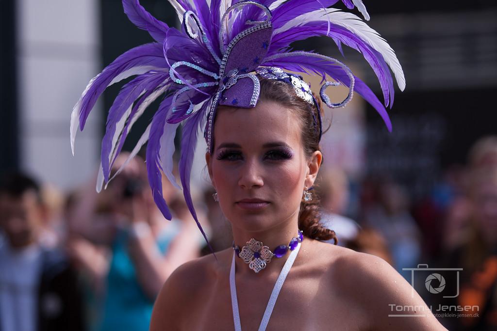 IMAGE: http://photos.klein-jensen.dk/Events/Copenhagen-Carnival/Copenhagen-Carnival-2012/i-qjbkrF6/0/X2/901X5688-X2.jpg
