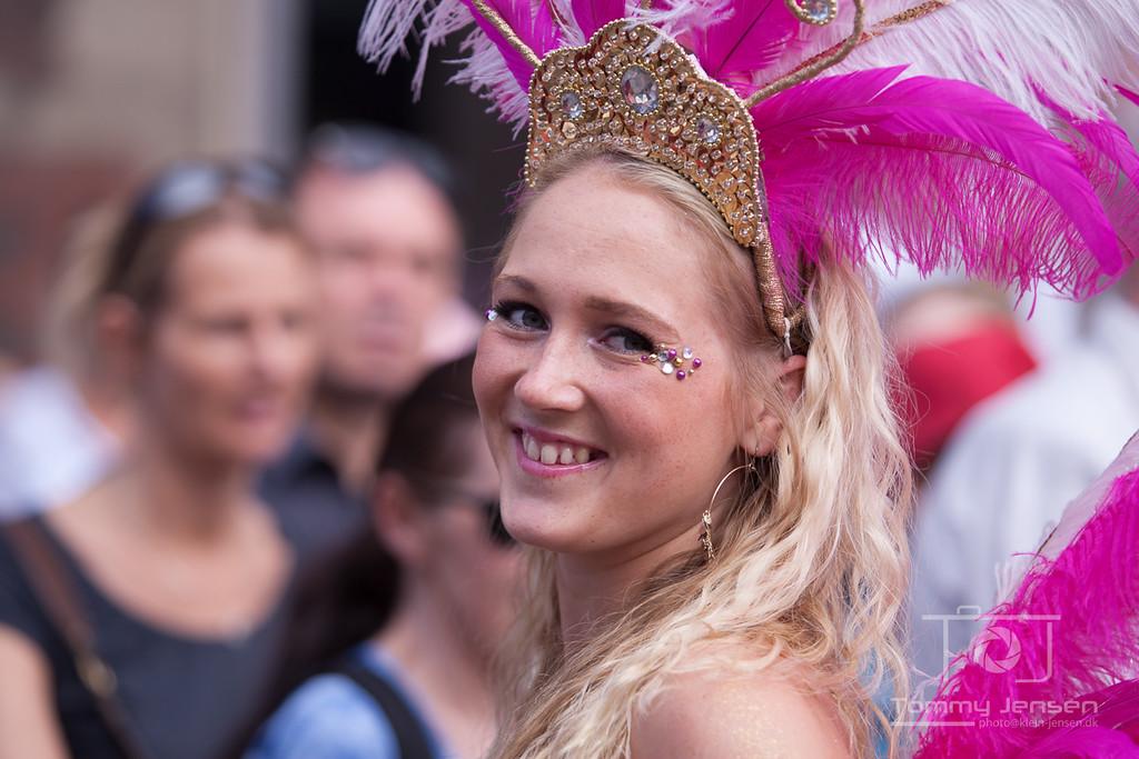 IMAGE: http://photos.klein-jensen.dk/Events/Copenhagen-Carnival/Copenhagen-Carnival-2012/i-xLxDpW6/0/X2/901X5757-X2.jpg