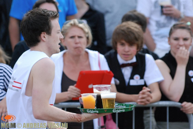 Waiters and waitresses race at Cromer carnival