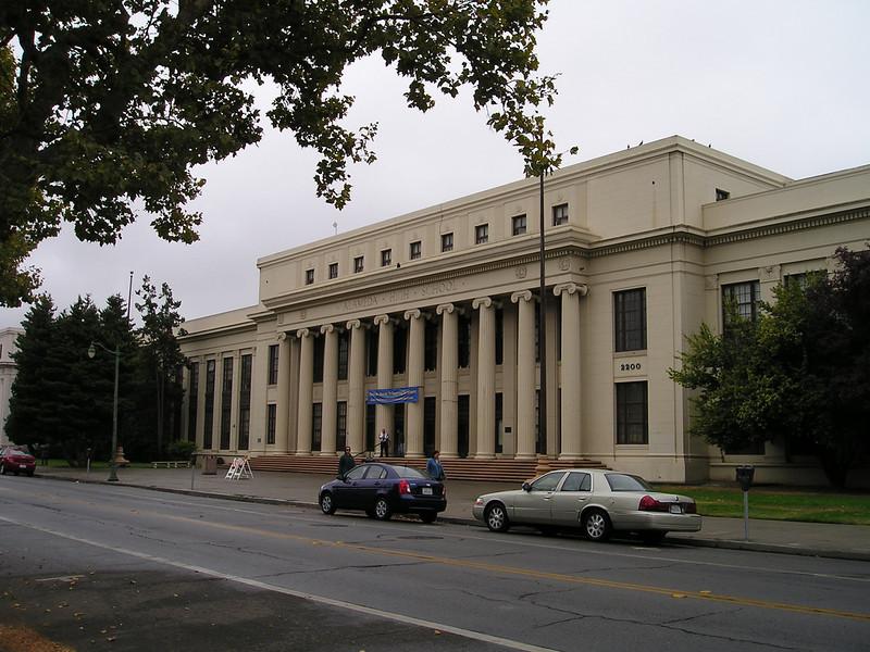 The older front of Alameda High School.