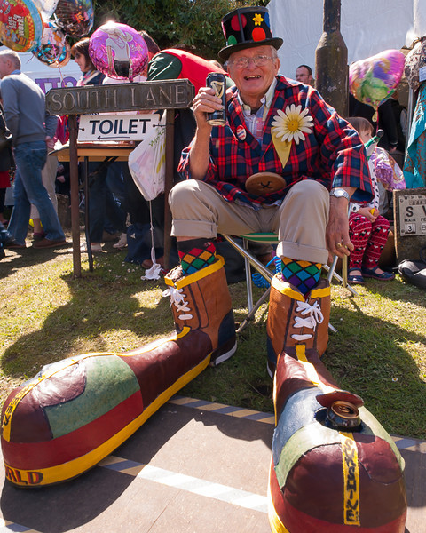 Sammy Sunshine and his Guiness World Record Clown Boots, Downton Cuckoo Fair 2014