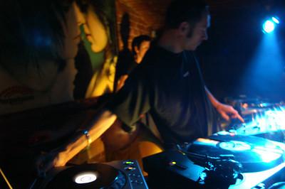 DJ's Javas, Natasza & Oscar @ Perpetuum Brno, CZ March 2007