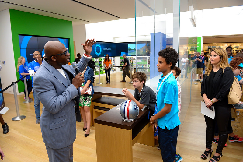 Deion Sanders & Windows 10 Visits Microsoft Store at North Park