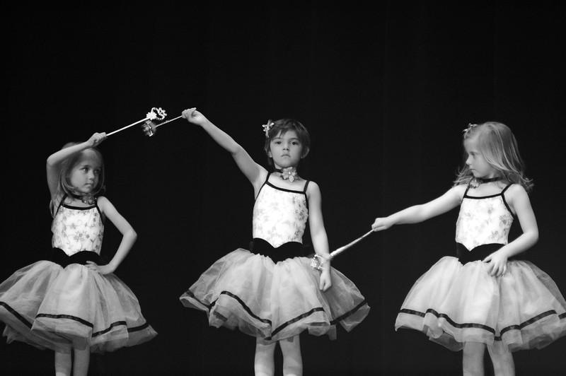 2013 05 Golden Dance Recital 11 bw