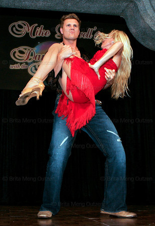 "BONITA SPRINGS, FL, March 1, 2008: Boston Red Sox pitcher Jonathan Papelbon lifts his dance partner at the end of their routine during the ""Dancing with the All-Stars"" dance contest to benefit the Mike Lowell Foundation and the Red Sox Foundation. (Brita Meng Outzen/Boston Red Sox)"