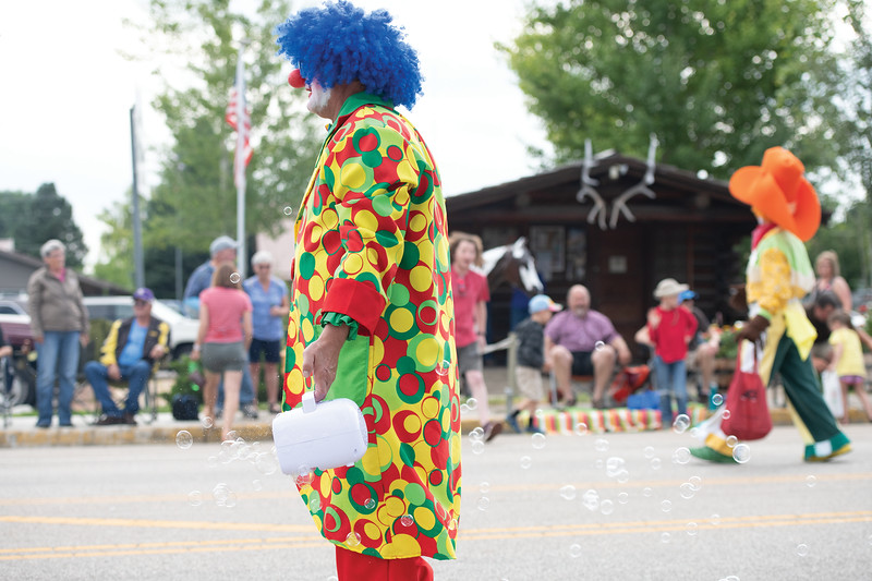Matthew Gaston | The Sheridan Press<br>The Kalif Clowns spread joy during the Dayton Days Parade via bubbles and large bags of candy Saturday, July 27, 2019.