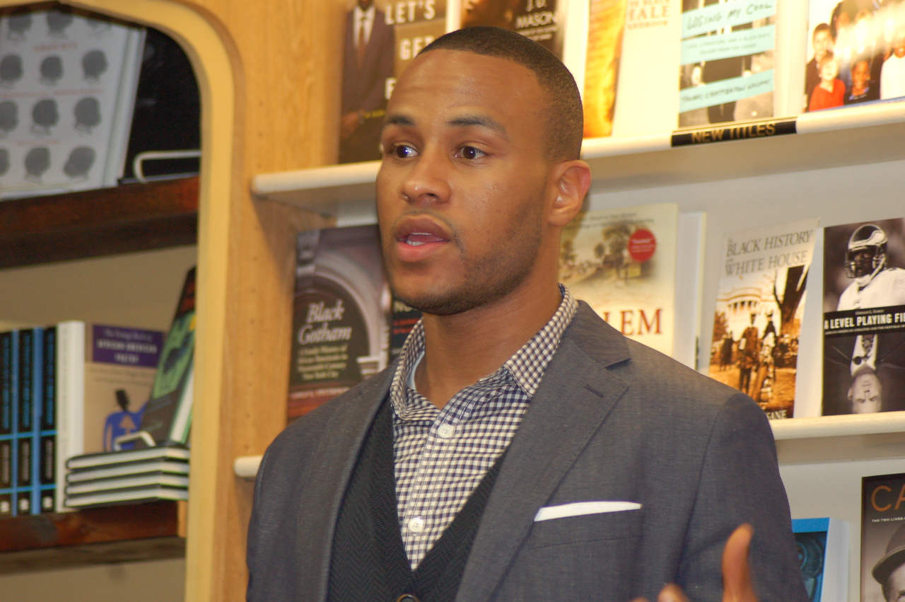 DeVon Franklin, author peaking at his Eso Won Book Signing.  Franklin is a VP at Sony (Jumping The Broom/Karate Kid). Photo by isidra Person-Lynn
