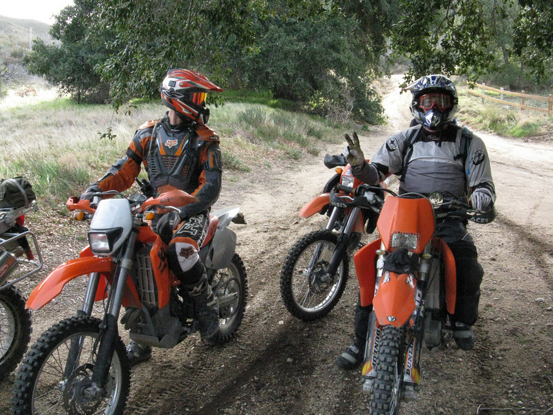 We waited at the end of the trail by the Banner Store for our other riding buddies. After 20 minutes, we decided to move on.