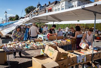 Zonder bananendozen geen boekenmarkt