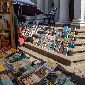 Boeken op het bordes van het oude stadhuis