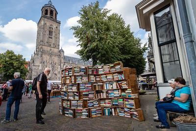 De beroemde kistjes op plein het Grote Kerkhof
