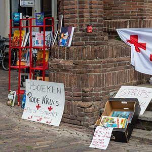 Het Rode Kruis verkocht ook boeken
