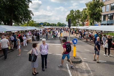 Ingang van kilometers boekenkramen langs de IJssel