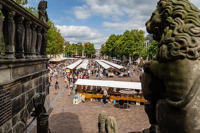 Vanaf Museum De Waag een blik op de Brink