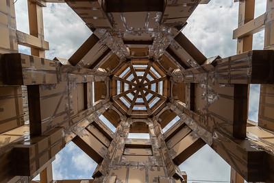 Eerste blik omhoog in de toren