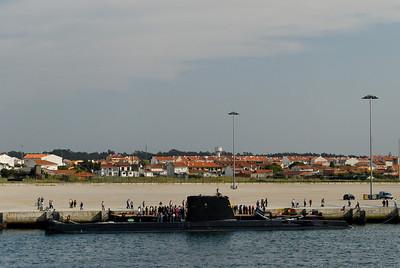 """O N.R.P. """"Barracuda"""" é o segundo submarino da classe """"Albacora"""", que foi encomendada em 1964 ao estaleiro francês """"Ateliers Dubigeon-Normandie"""" em Nantes.  A quilha foi assente em 19 de Outubro de 1965, foi lançado à água em 24 de Abril de 1967, tendo realizado, também em St. Nazaire a sua primeira imersão em 23 de Abril de 1968.  A 9 de Outubro de 1968 foi aumentado aos efectivos da Armada. A 13 de Outubro do mesmo ano entrou pela primeira vez no rio Tejo, rumo ao seu porto de armamento, a Base Naval de Lisboa.  Durante a sua vida operacional o N.R.P. """"Barracuda"""" cumpriu inúmeras missões, de treino próprio, formação de alunos da Escola de Submarinos e exercícios nacionais e internacionais,  nomeadamente, CONTEX, SWORDFISH, TAPON, JMC e colaborações com a organização de treino operacional da Marinha Real Britânica (FOST).  Das diversas missões efectuadas, destaca-se o primeiro afundamento realizado por um submarino português a um navio de superfície, o M/V """"Bandim"""", que ocorreu em 15 de Dezembro de 1982, por este navio na ocasião constituir um perigo para a navegação.  Destacam-se ainda as missões de salvaguarda do espaço marítimo nacional, a participação em exercícios nacionais e NATO; operação """"SHARP-GUARD"""", por ocasião do embargo efectuado pelas forças da NATO aos países da ex-Jugoslávia, em acções de representação nacional, quer ainda em missões especiais enquadradas num novo conceito estratégico.  Destaca-se também a operação """"Endurance"""" realizada em 1997, pelo NRP BARRACUDA que permaneceu no mar em exercícios durante 31 dias.  Até Dezembro de 2001 o N.R.P. Barracuda efectuou um total de 38143 horas de navegação, das quais 26962 horas em imersão, tendo percorrido 790545 milhas  (o equivalente a mais de 36 circunavegações à Terra)."""