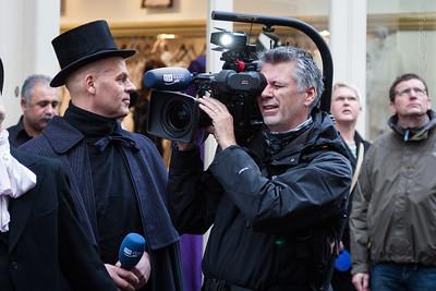 RTV Oost presentator Bart Kieft en zijn cameraman