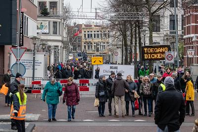 Duizenden bezoekers op weg naar het Dickens Festijn