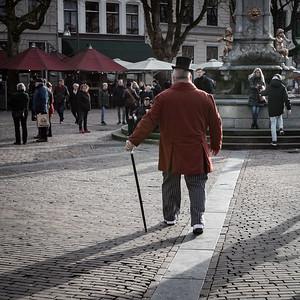 Engelse heer met hoge hoed en wandelstok
