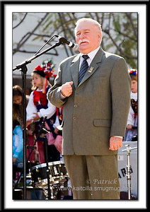 Lech Walesa giving a speech to the crowd.