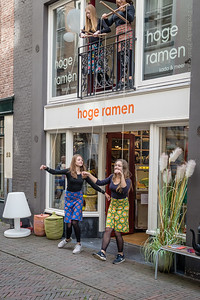 Laat de poppetjes dansen bij Hoge Ramen