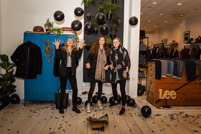 Vrolijke shoppers bij Eindelijk! in de Lange B.