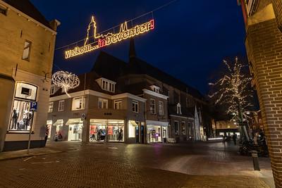 'Welkom in Deventer!' boven hoek Smedenstraat/Sijzenbaanplein